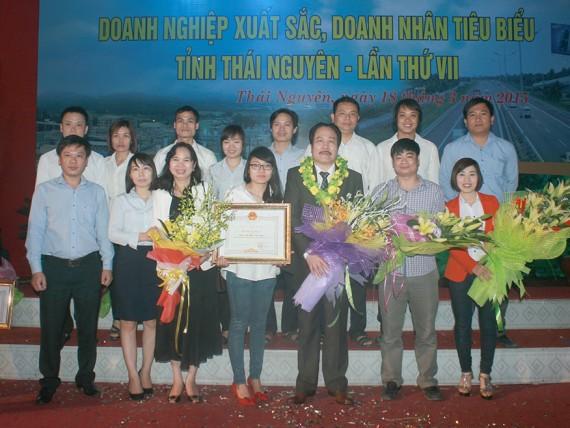 Tập thể cán bộ công ty TNHH Đầu Tư Thái Nguyên
